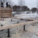 смонтированные зимой винтовые сваи
